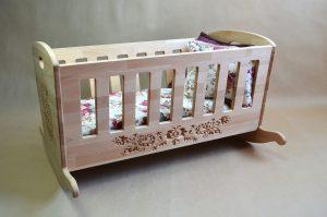 lit bébé antique basculant